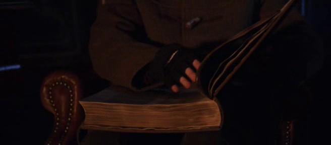 Кадр из фильма «Послезавтра» – Библия на 81й минуте