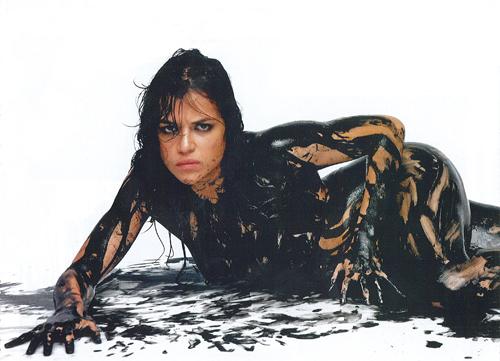 Киноактриса Мишель Родригез в рекламной фотосессии для фильма «The Big Fix»